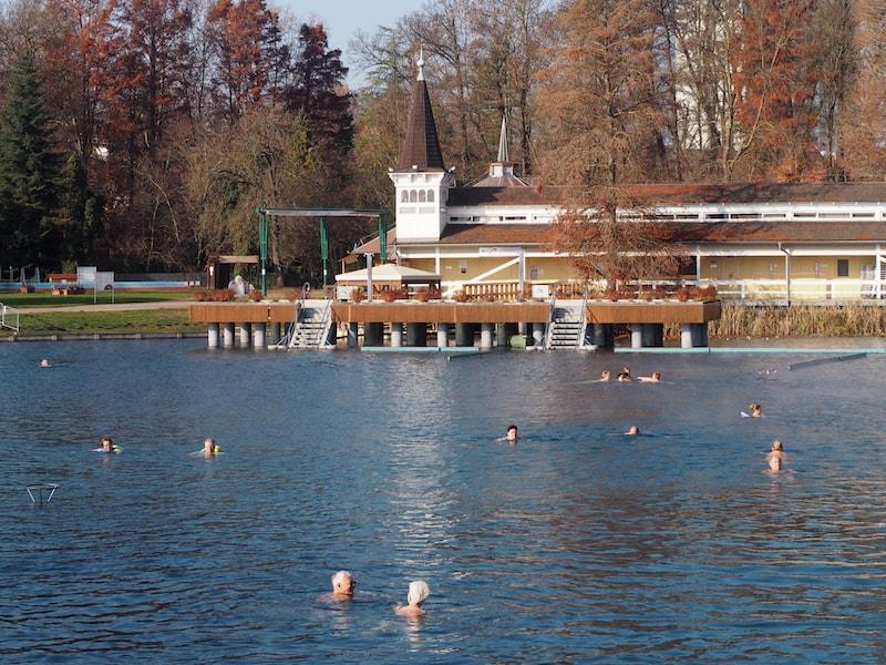 Schon einzigartig: Der heiße See von Hévíz mit seinen natürlich warmen Mineralwasservorkommen, das tief aus dem Edenreich (bei ca. 900 Metern unter der Erdoberfläche) kommt ...