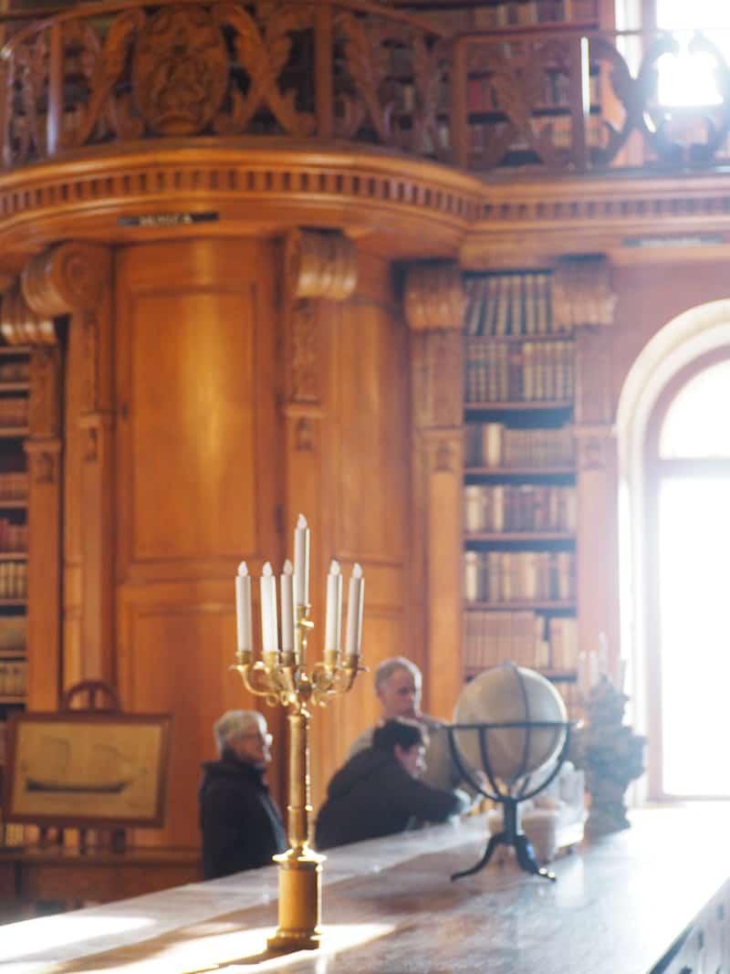 Mein Tipp lautet dabei: Die berühmte Bibliothek des Schlosses. Sagenhaft, was hier für jahrhundertealte Bücher und Kulturschätze von unfassbarem Wert liegen ..!