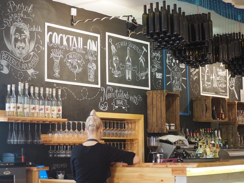 ... dem sei das Restaurant Télikert ans Herz gelegt: Gute Küche, modernes Lokal, urbanes Flair hier am Balaton.