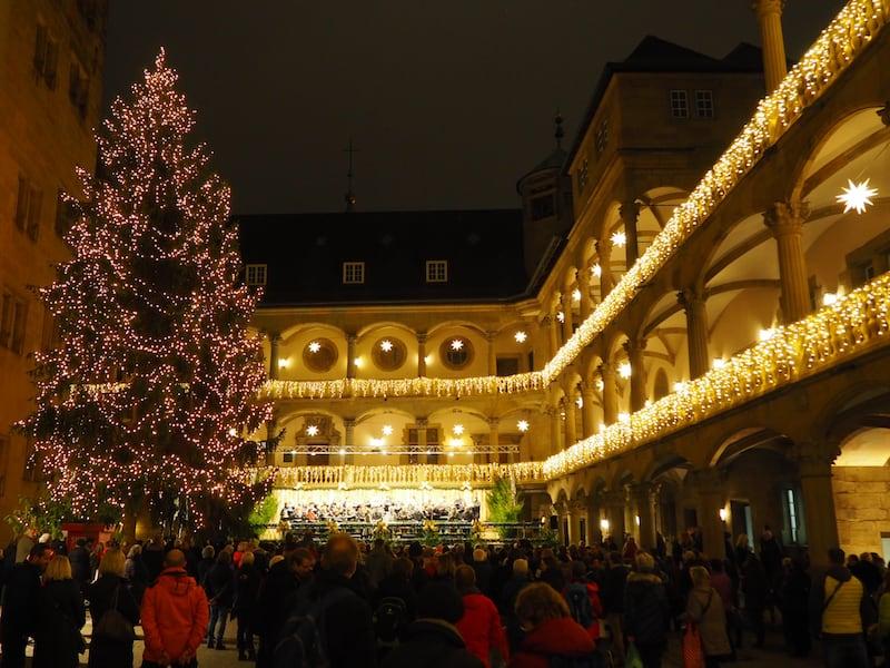 ... dann, ja dann, erwacht die Weihnachtsstimmung wirklich zum Leben - wie hier beim ersten Schlosskonzert des Jahres ...