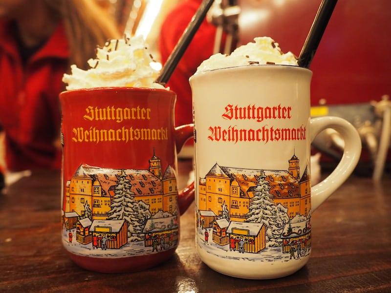 """... ein Hochgenuss ist dazu der """"Blonde Engel"""" von Stuttgart, ein weißer Glühwein mit Sahnekrone obendrauf ..."""