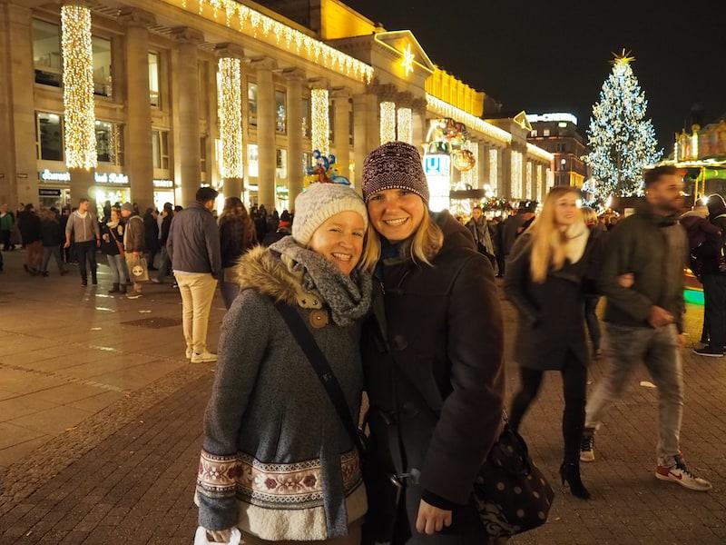 ... Prost mit Dir, meine liebe Monique, die hier in Stuttgart lebt und mit der ich zuletzt auf einer Hausbootreise in Frankreich unterwegs war !! ..