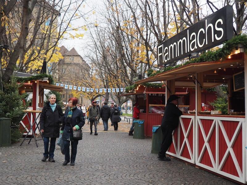... hinein in das finnische Weihnachtsdorf (!) ...