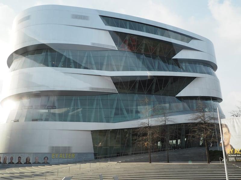 """Natürlich kommt man auch am Thema """"Auto"""" nicht vorbei, wie der Besuch des Mercedes-Museum im Rahmen der Stuttgarter City Tour eindeutig beweist."""