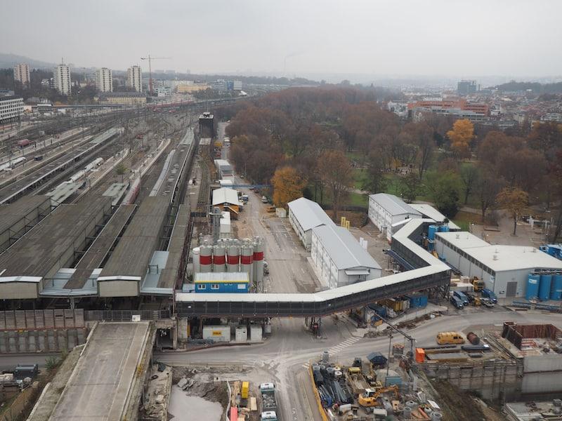 """... oder aber auch der Blick auf die Moderne unserer Zeit, wie hier beim Projekt """"Stuttgart 21"""", welches - nach wie vor umstritten - aus dem Stuttgarter Kopfbahnhof einen der größten Durchzugsbahnhöfe Mitteleuropas machen soll ..."""