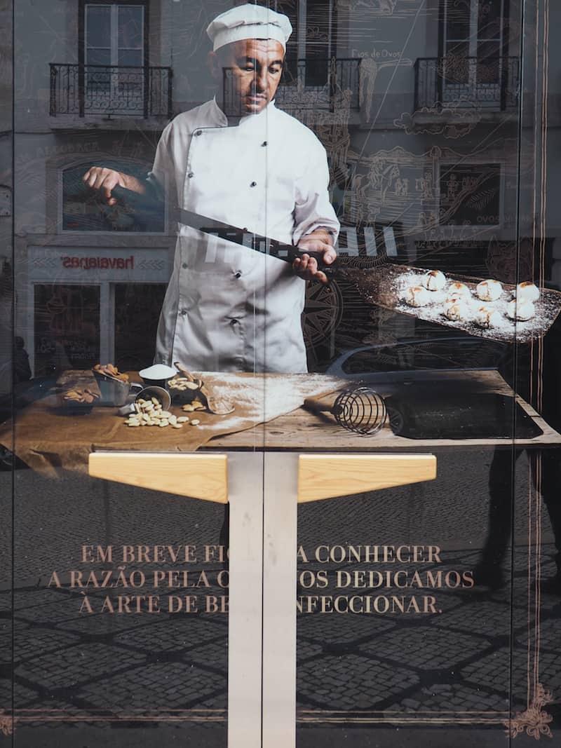 """... und der Blick auf die Bäckereien, sowie die verheißungsvollen """"Pastéis de Nata"""" ..."""