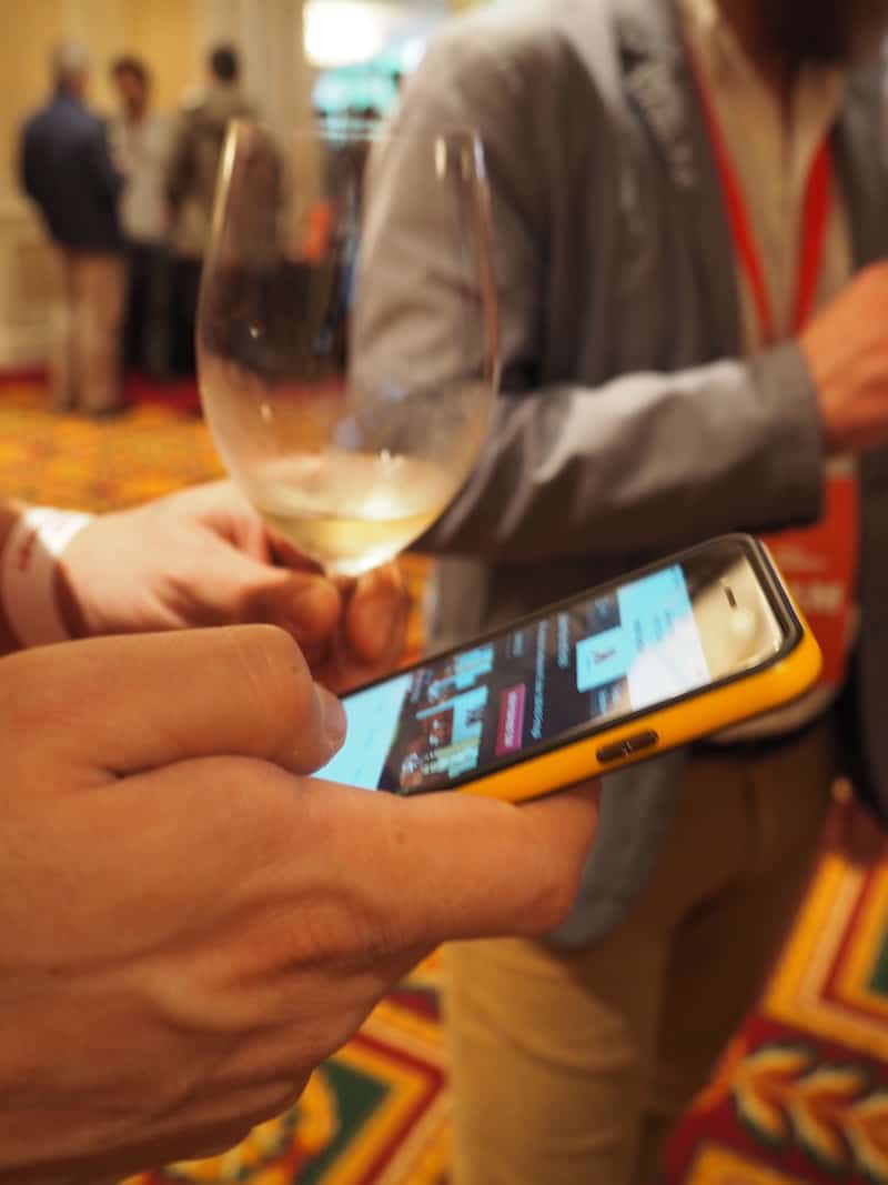 ... sowie Fans der Digitalisierung im Weingeschäft anzieht ...