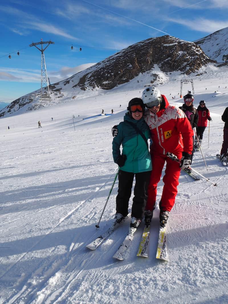 """Es braucht schon ein bisschen mehr. Einen ganzen Vormittag, um genau zu sein. """"With a little help from my friends."""" Skilehrer Wolfi hier, zum Beispiel ..."""