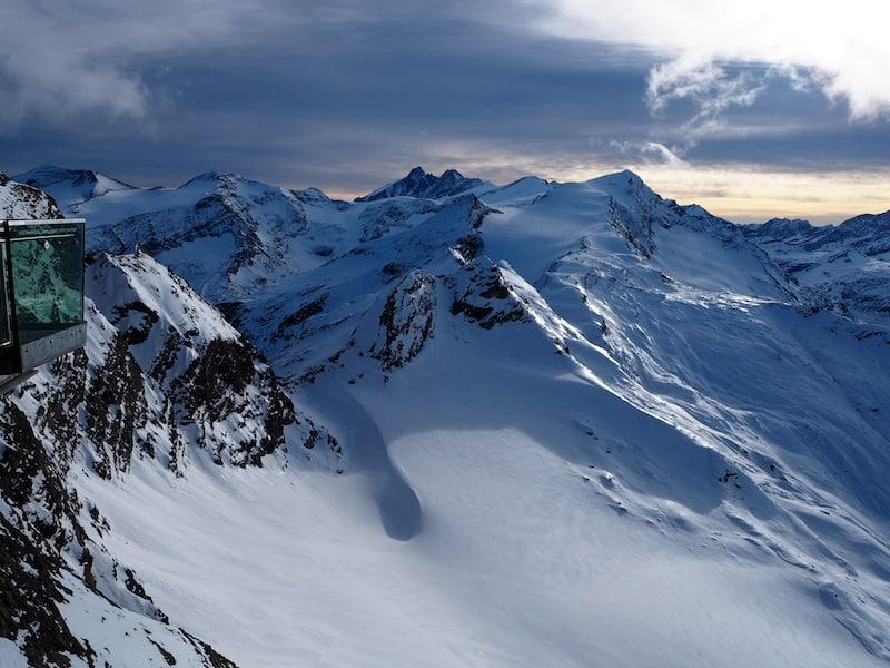 ... den einen oder anderen stillen Moment der Ruhe und Kontemplation zu gönnen: Blick auf die höchste Spitze des Landes, den Großglockner von der Aussichtsplattform des Kitzsteinhorn aus.