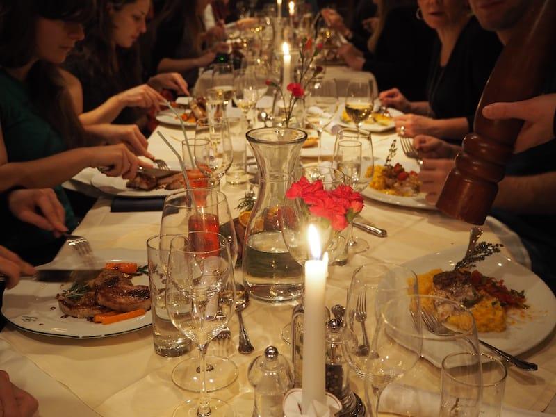 Wir stärken uns derweil mal im nicht weit entfernten Casino-Hotel, dem Hotel Feinschmecker mit einem wundervollen Abendessen, geführt von der liebenswerten Familie Ursula & Gernot Auer.