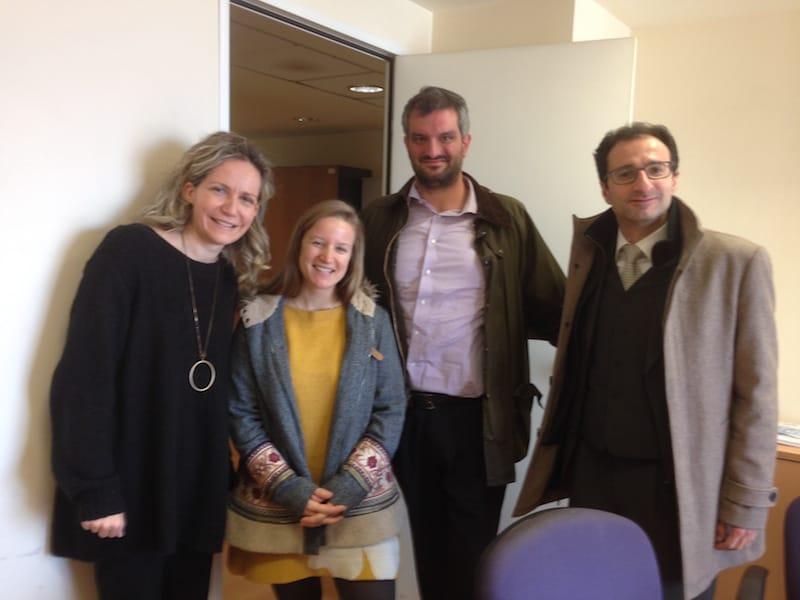 Danke, liebe Martha, lieber Sifis, lieber Ioannis (von links nach rechts) für Eure tatkräftige und herzliche Unterstützung in diesem spannenden Kooperationsprojekt.