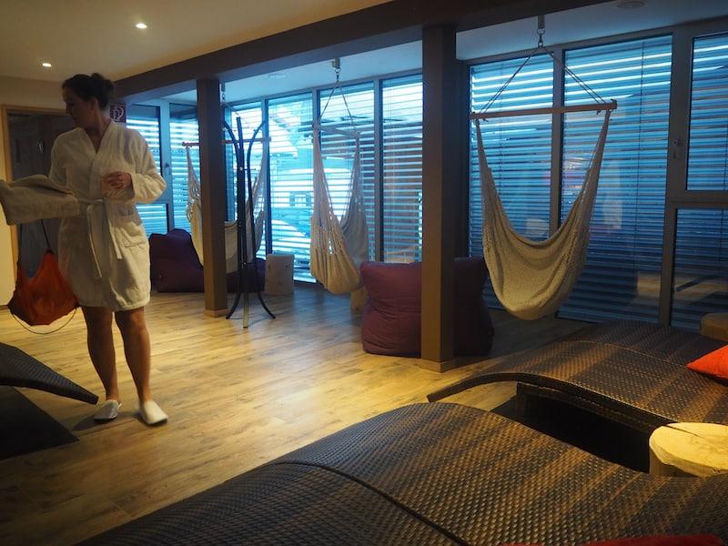 ... sowie natürlich auch der genüssliche Wellness-Bereich, mit einer tollen Panorama-Sauna die den Blick auf die Berge eröffnet.