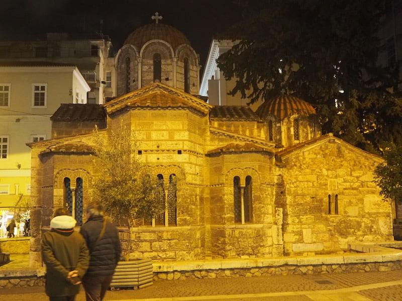 Ioannis' Spezialgebiete lauten auf Archäologie & kulturelles Erbe in der Kirchengeschichte Griechenlands - mit ihm durch das nächtliche Athen zu ziehen ...