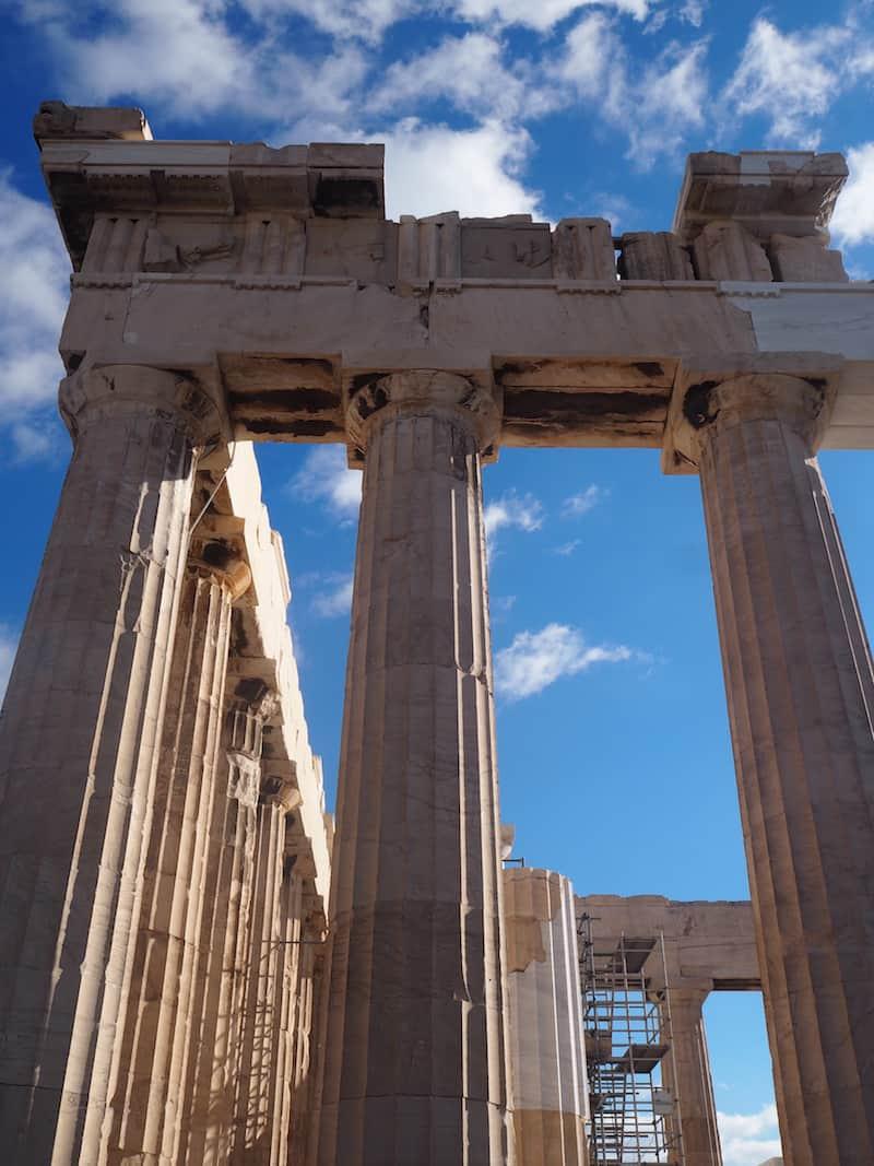 ... zu der berühmten Akropolis aufschauen ...