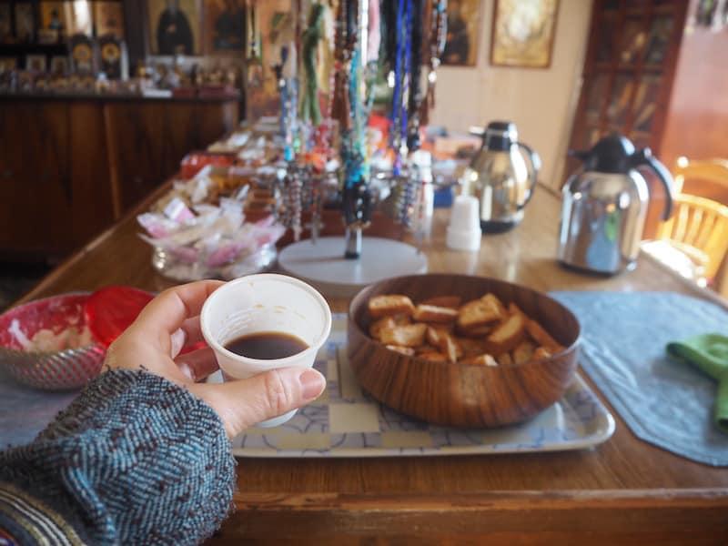 """Meine Gastgeber, die mir rasch Süßspeisen und Tee bzw. Kaffee anboten, fanden es übrigens ganz spannend, dass ich """"als Katholikin aus Österreich"""" einen Besuch abstatte!"""