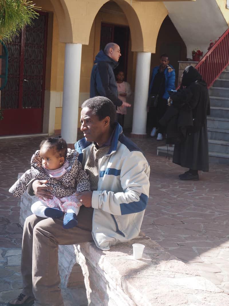 Auch diese äthiopische Familie, vor gut 30 Jahren nach Athen eingewandert, ist heute hier im Kloster Patapios zu Besuch.