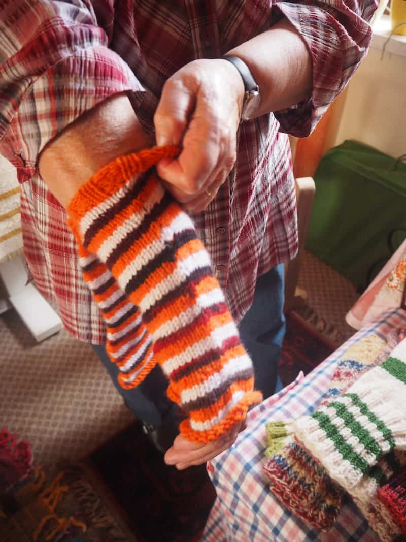 ... fertigt Maria mitunter auch ganz bunte, praktische Dinge für den Haus- und Alltagsgebrauch