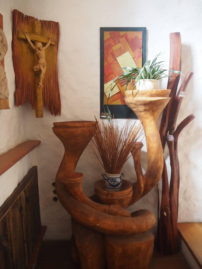 ... sowie der kreativen Vielfalt seiner Werke in Haus & Hof spürbar wird.