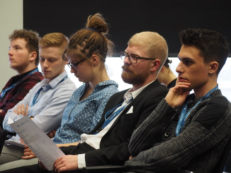 Den Fokus der Leute rund um mich wahrzunehmen, ist Teil des Zaubers der Jahr für Jahr während der ITB über die Bühne geht : Menschen aus aller Welt, die sich gezielt weiterbilden, austauschen und informieren ...