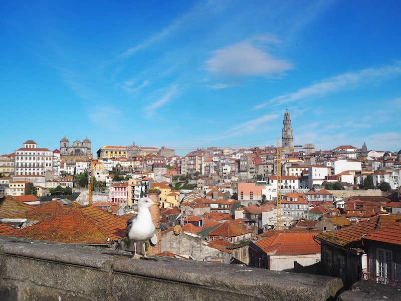 ... we take a look down over Porto from Sé Cathedral ...