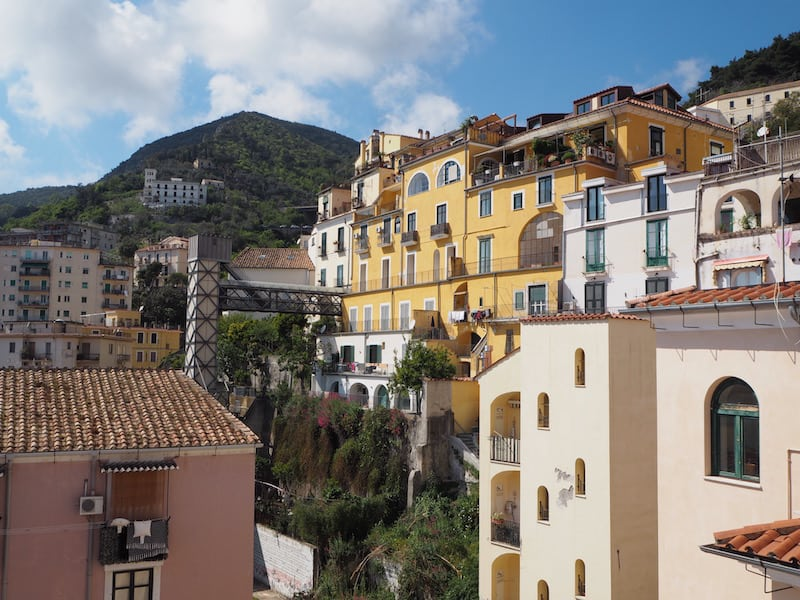 Blick-auf-die-historische-Altstadt-von-Salerno-vom-Zimmer-im-Haus-meiner-Gastfamilie