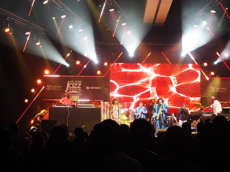 ... bevor wir uns aufmachen, den eigentlichen Anlass unserer weiten Reise zu erkunden: Das stimmungsgeladene Cape Town Jazz Festival.