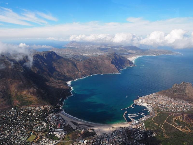 ... dass ich ganz vergesse, mich mit dem zugegebenermaßen recht hübschen Piloten Stephan von Cape Town Helicopters zu unterhalten ..Danke für den wundersamen Rundflug über Kapstadt & die Kap-Halbinsel, liebes Team von Cape Town Helicopters!