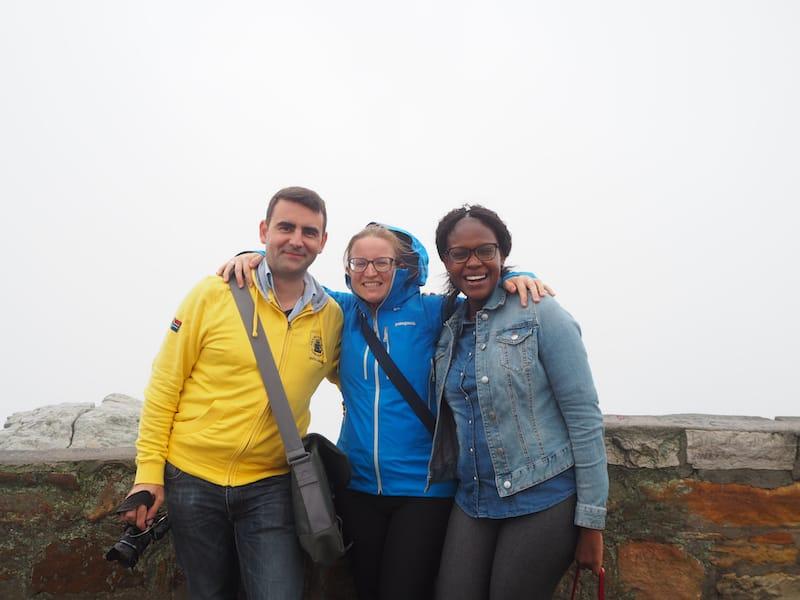 ... und so sieht es dann aus, wenn ein Bulgare, eine Österreicherin, und eine Südafrikanerin Anfang April, im Spätsommer also, am Kap der Guten Hoffnung stehen: Außer Nebel nichts gewesen ..!