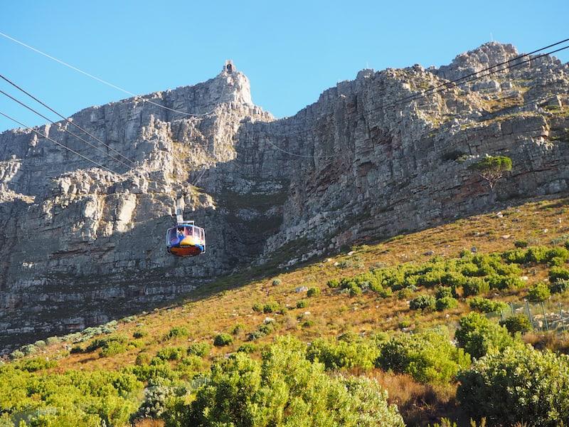 Tip: Bei gutem Wetter verkehrt die Tafelbergbahn alle paar Minuten.