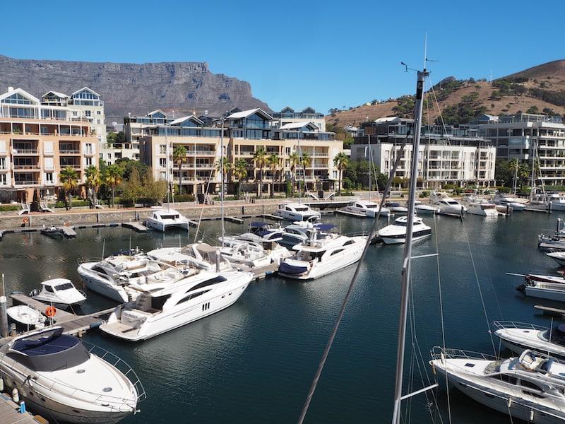 Ankommen & einchecken an Kapstadt's berühmter Waterfront mit Blick auf den Tafelberg ...