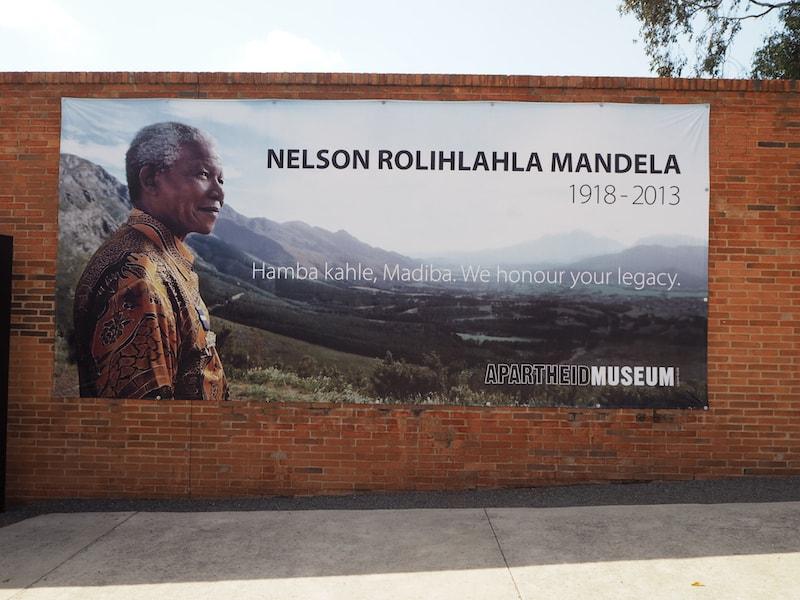 Vom Apartheid-Museum, welches zu einem großen Teil dem Wirken & Werden von Nelson Mandela gewidmet ist ...