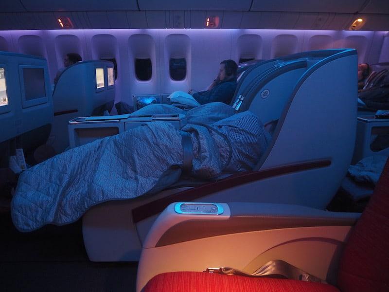 ... und wir wirklich gut zur Ruhe kommen: Beim neun-Stunden Flug von Doha nach Johannesburg ist diese Art zu reisen einfach sagenhaft ..!