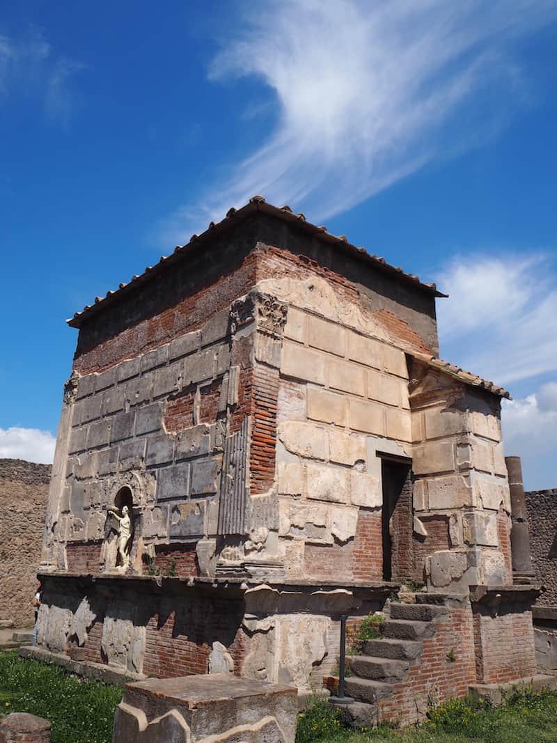 ... ja, Pompeii war eine reiche Stadt, wie auch diese antike Tempelanlage (oder das, was von ihr übrig ist), beweist ...