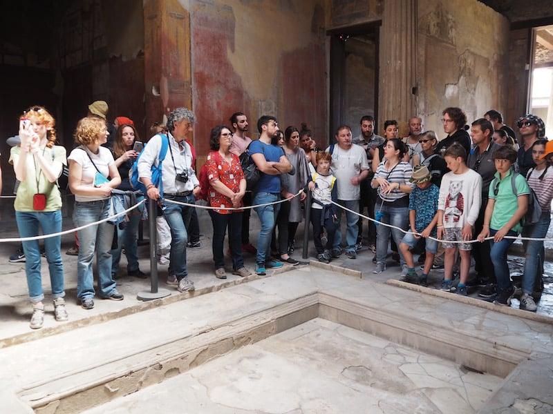 ... um die vielen Touristenmassen zu vermeiden, lautet mein Tipp, gleich frühmorgens um neun zu den Tempel- und Badeanlagen zu gehen: So geht Ihr in weiterer Folge umgekehrt zu den allermeisten Gruppen im antiken Stadtgelände.