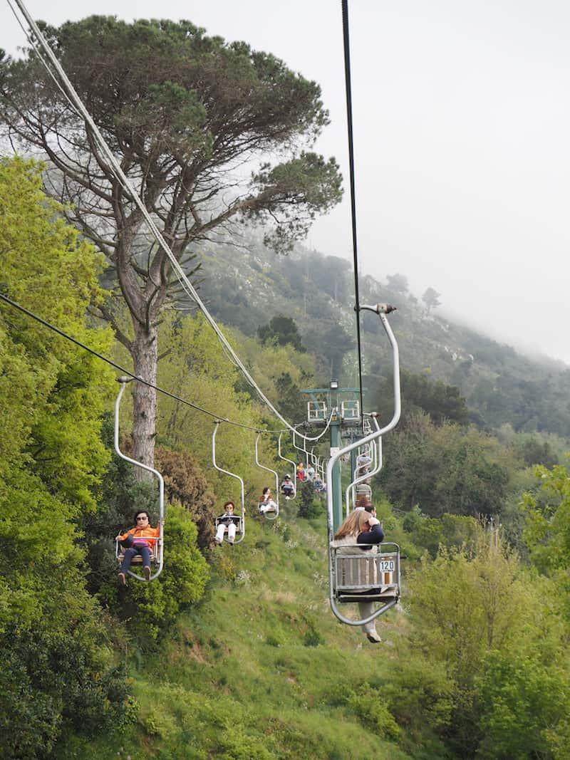 """Hoch die Füße: Abenteuerlich, die """"Fahrt"""" auf den Gipfel der Insel Capri ..."""