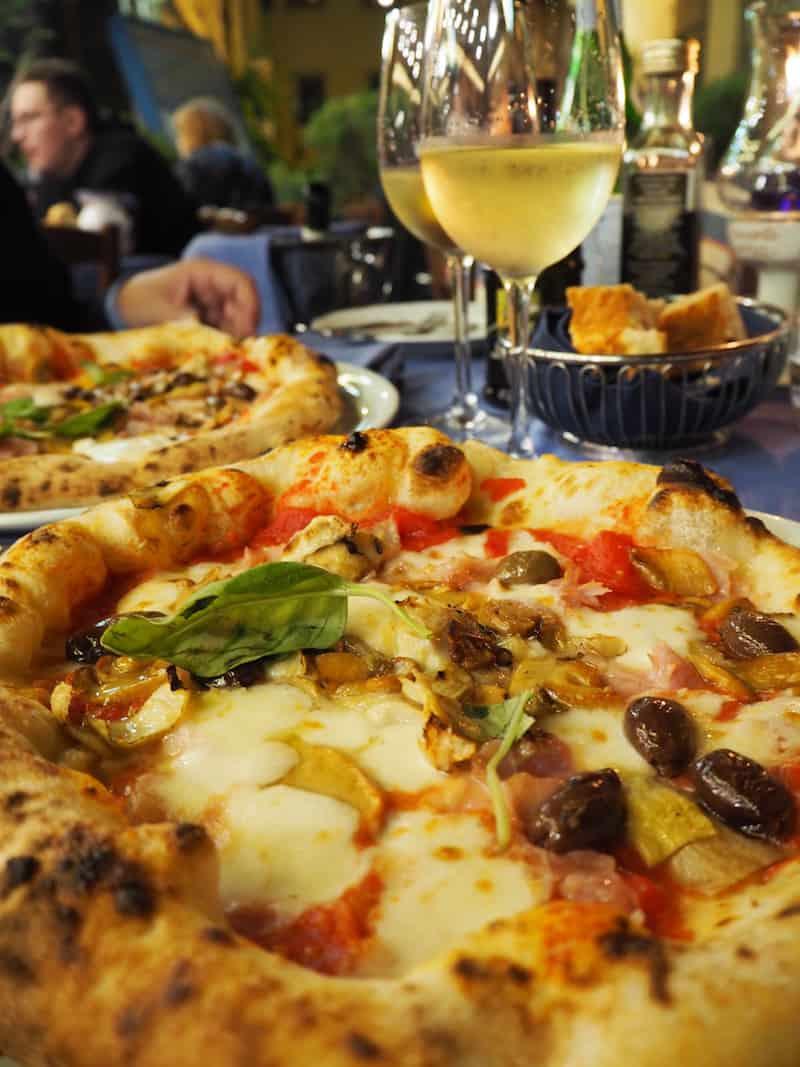 ... Pizzaduft die Anstrengungen des Tages hinter uns sein lassen ...