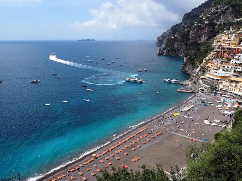 ... bevor mich die Magie der Küste (das wunderschöne Städtchen Positano hier) völlig in seinen Bann zieht ...