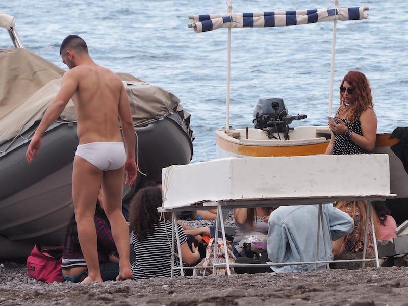 ... sowie, naja, auch gewisse Ablenkungen am Strand ...