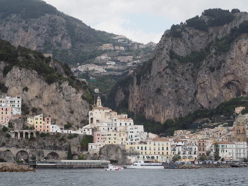 ... historischen Schönheiten, wie dem kleinen Städtchen Amalfi ...