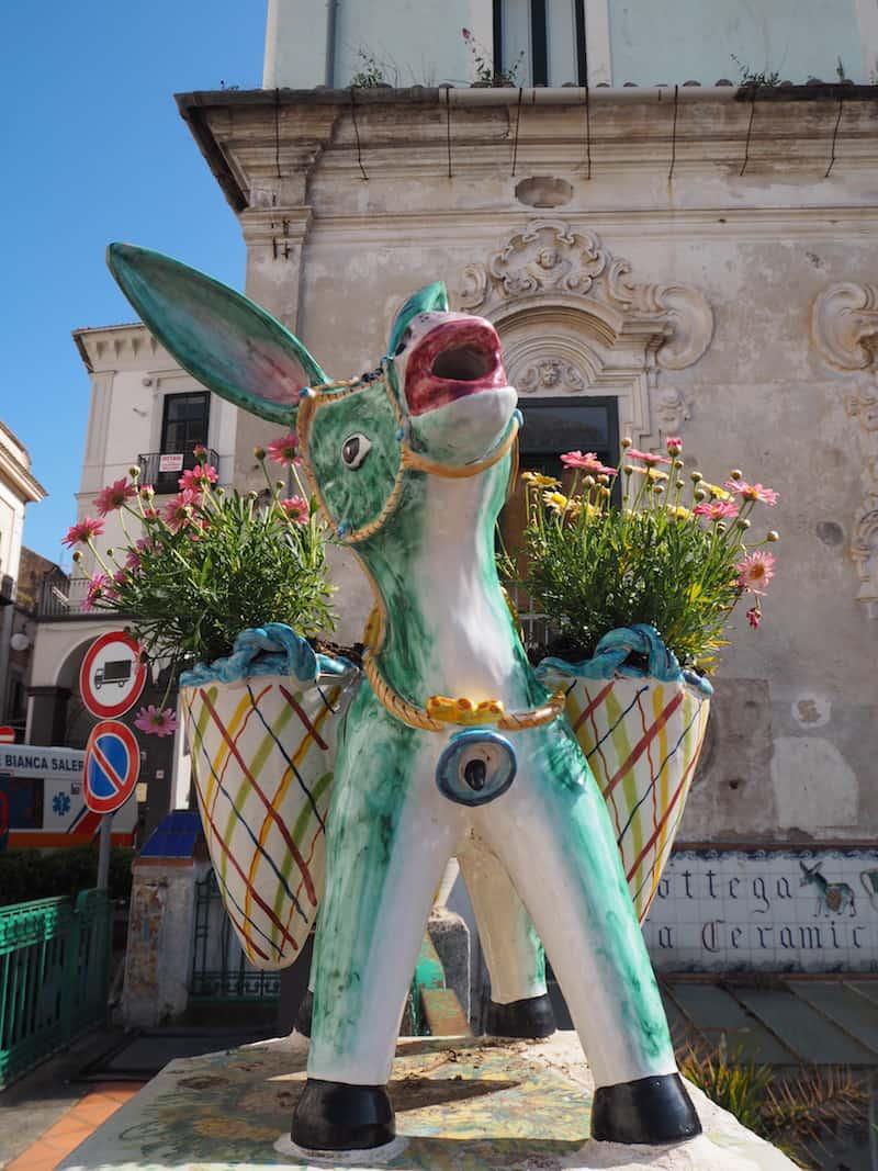 ... sowie den Esel von Vietri als Symbol für die Stadt!