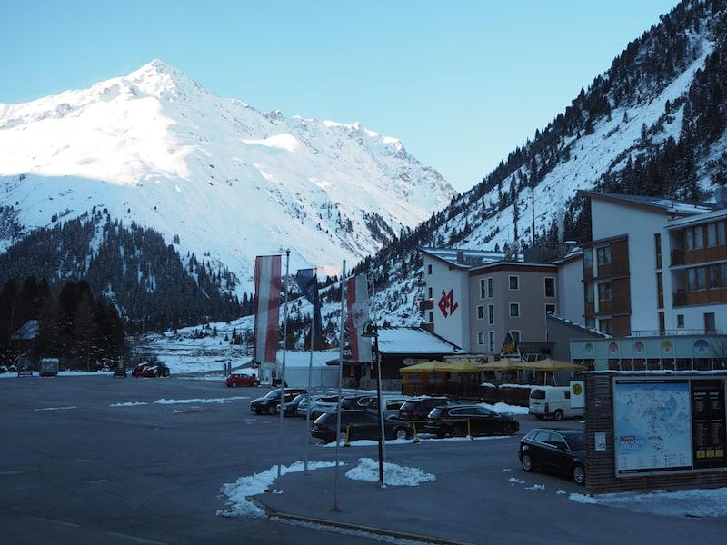... arbeiten hier, im hinteren Pitztal mit Blick auf die Gletscherberge ...