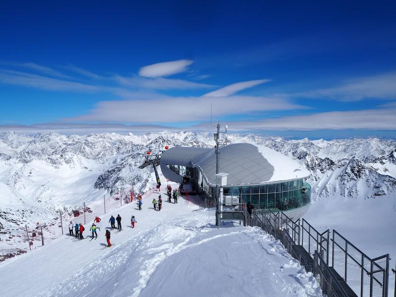 ... sind hier, im höchsten Café Österreichs auf 3.440 Metern über dem Meer ...
