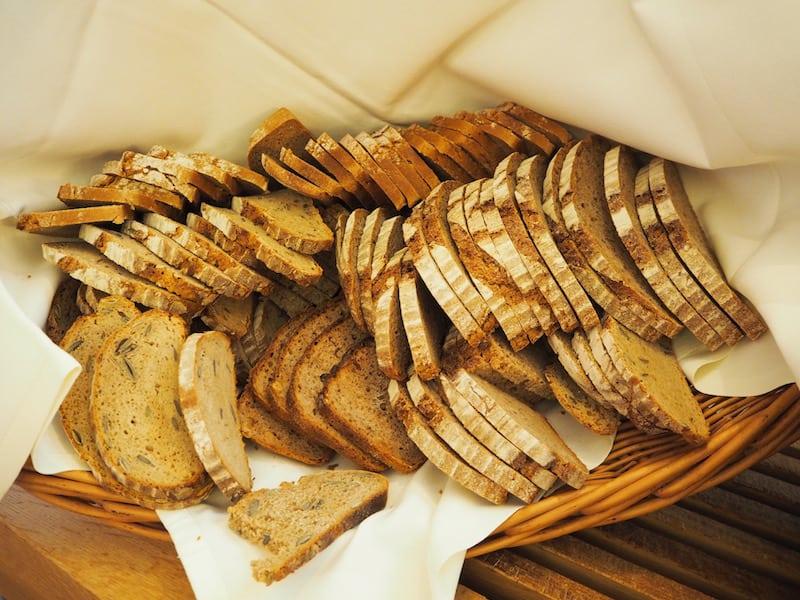 ... Brotgenuss (ach, wie herrlich, unser wundersames, köstliches, frisches Brot in Österreich, bzw. der Steiermark doch schmeckt!) ...