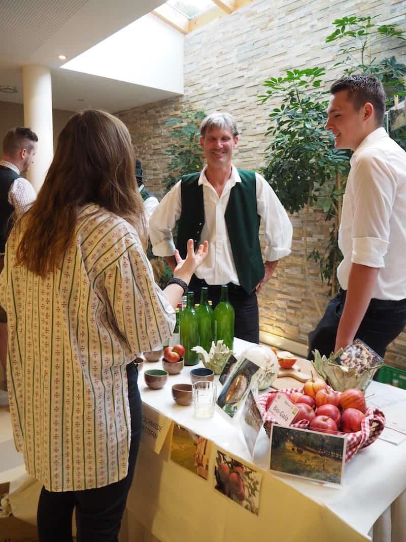 ... sowie dem passenden Gesprächsgenuss mit dem Team der Apfelschmiede Dreier ...