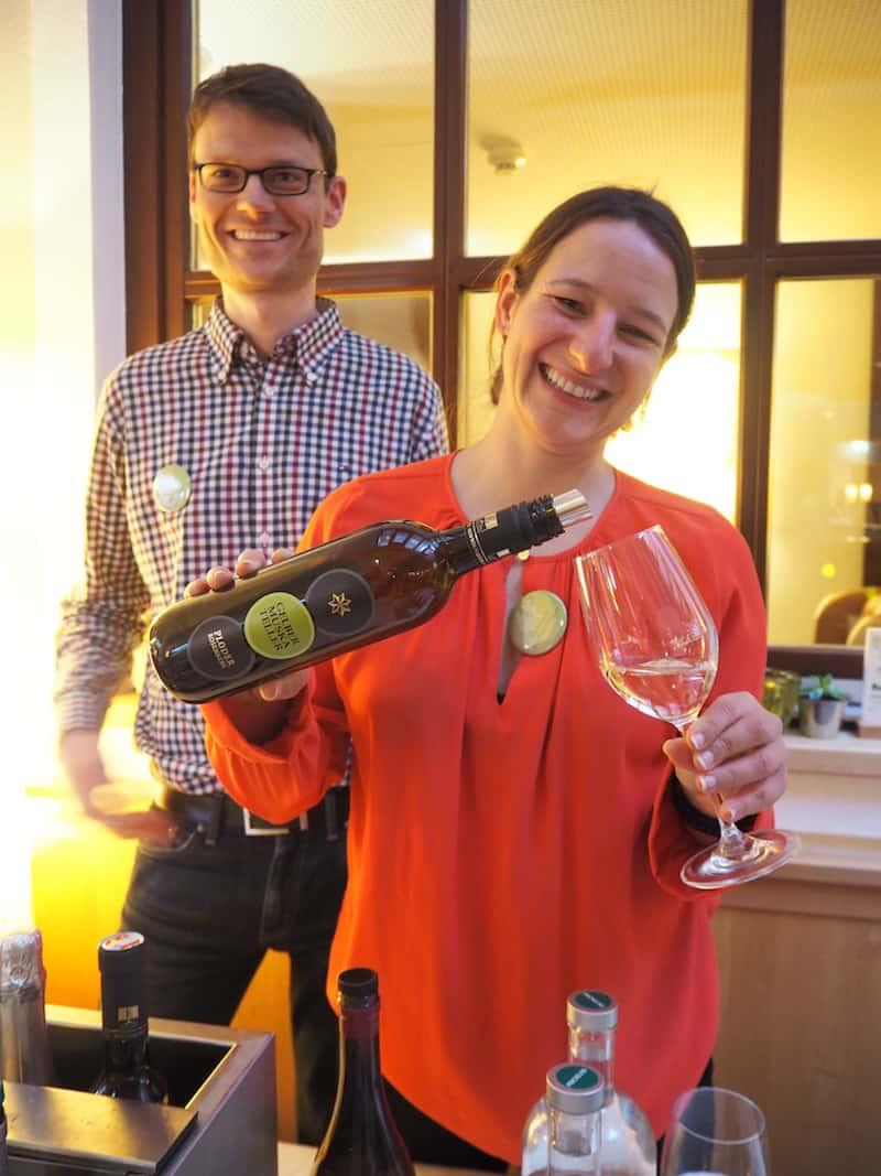 ... Weingenuss, wie hier beim Demeter-Betrieb Ploder-Rosenberg, die eine Ausstrahlung an den Tag legen, die symbolisch für den Charakter des gesamten Festes steht ...