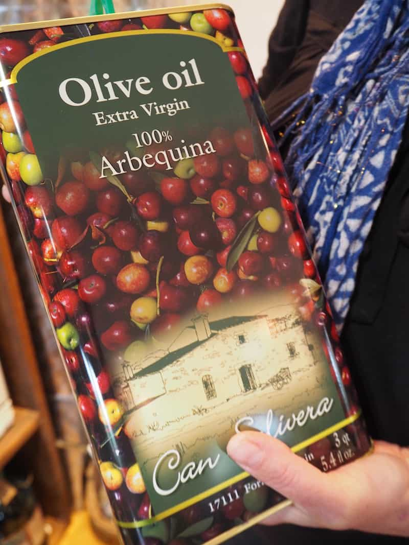 ... and even more, the taste of this delicious olive oil, a rarity even to my knowledge ...