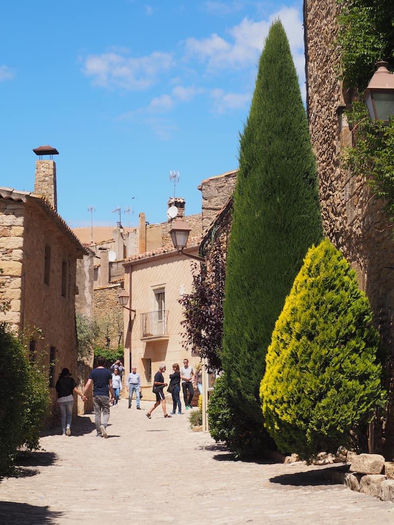 Doch Blanes ist nur der Auftakt für eine wirklich schön Reise an die Costa Brava. Romantische Dörfer im Inneren des Landes, wie Peratallada hier ...