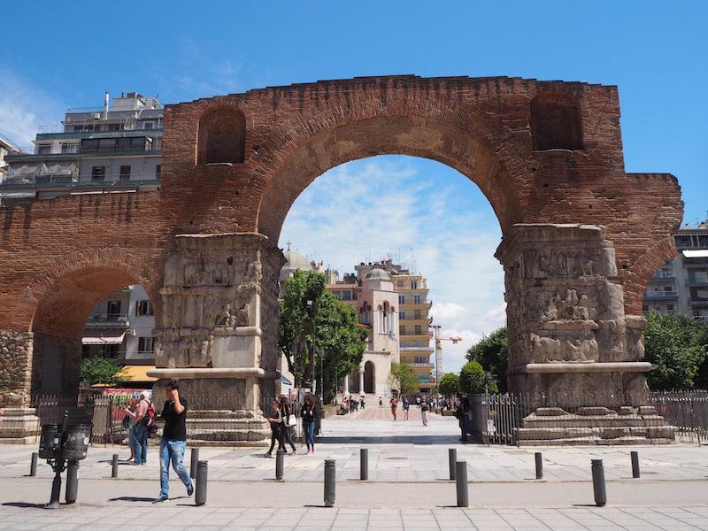 ... oder dieser Bogen hier, genannt Kamara, welcher noch aus der Zeit der römischen Besiedlung bzw. Einflussnahme in Griechenland stammt ...