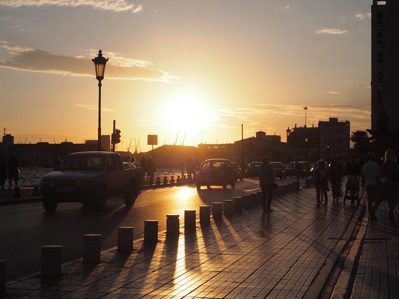... oder der Blick auf den traumhaften Sonnenuntergang an der Meerespromenade ...