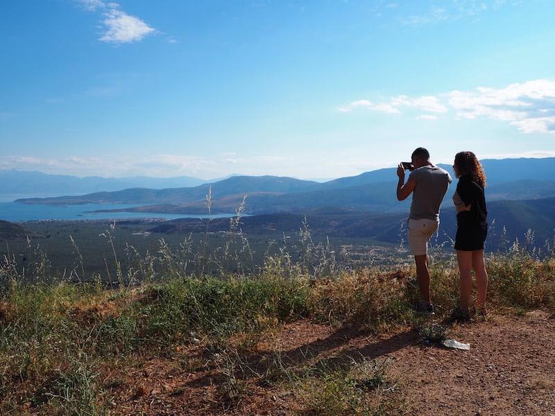 Kurz vor dem Besuch von Delphi haben wir noch ein Auge auf diesen Strand hier geworfen: Itéa, am Fuße des Parnassos-Gebirge gelegen, lädt zum ersten Baden im Meer ein ...